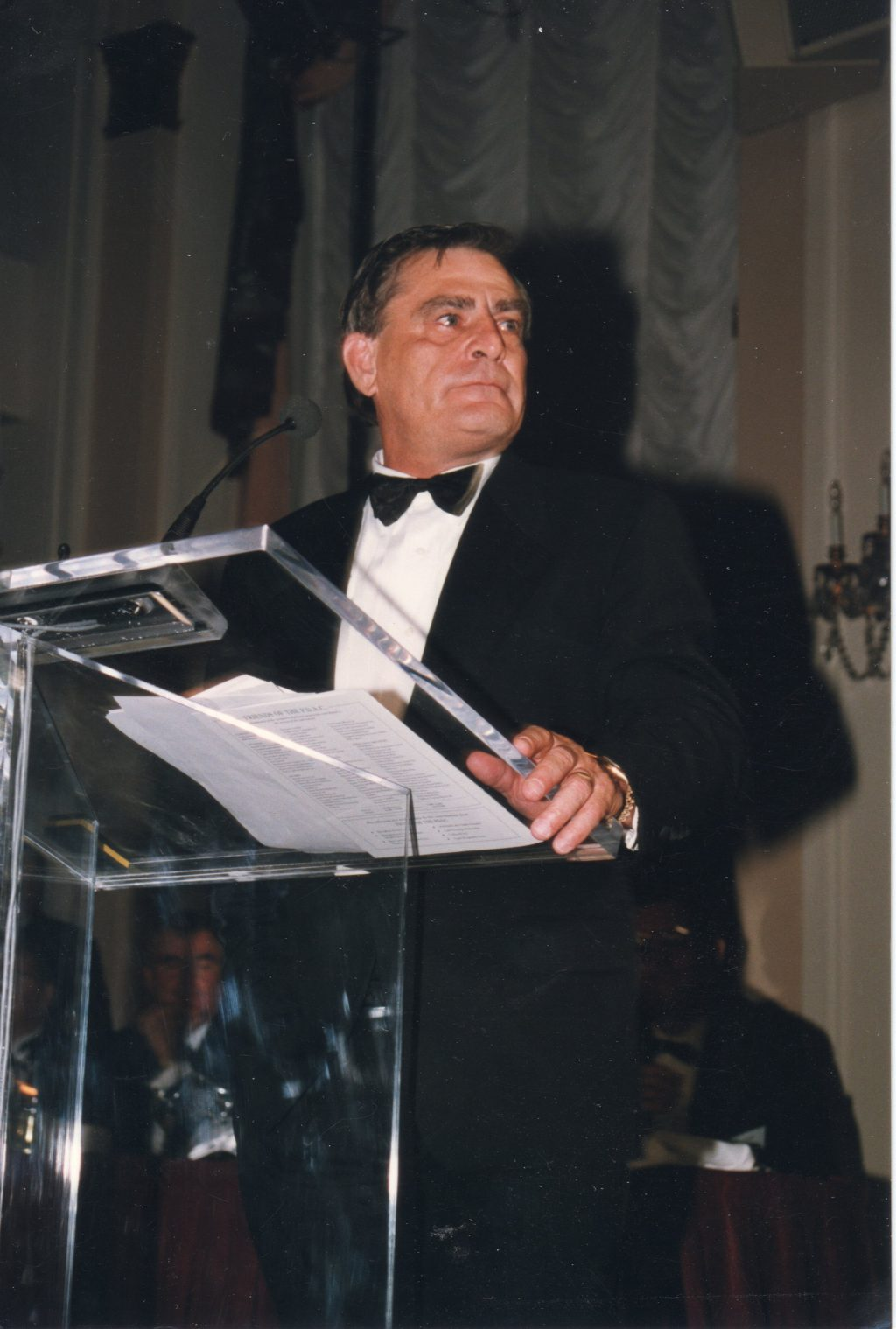 John Felderhof giving his acceptance speech after receiving the Prospector of the Year Award from the Prospectors & Developers Association of Canada in March 1997. Photo by The Northern Miner.