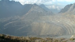 Freeport-McMoRan's Grasberg copper-gold mine in Papua province. Credit: Alfindra Primaldhi (Wikimedia Commons)