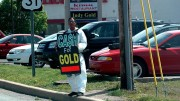 A gold buyer in Greenwood, Indiana.  Photo by Steve Baker.