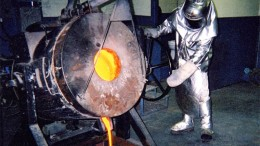 A gold pour at Maritime Resources' Green Bay gold property in Newfoundland and Labrador. Credit: Maritime Resources.