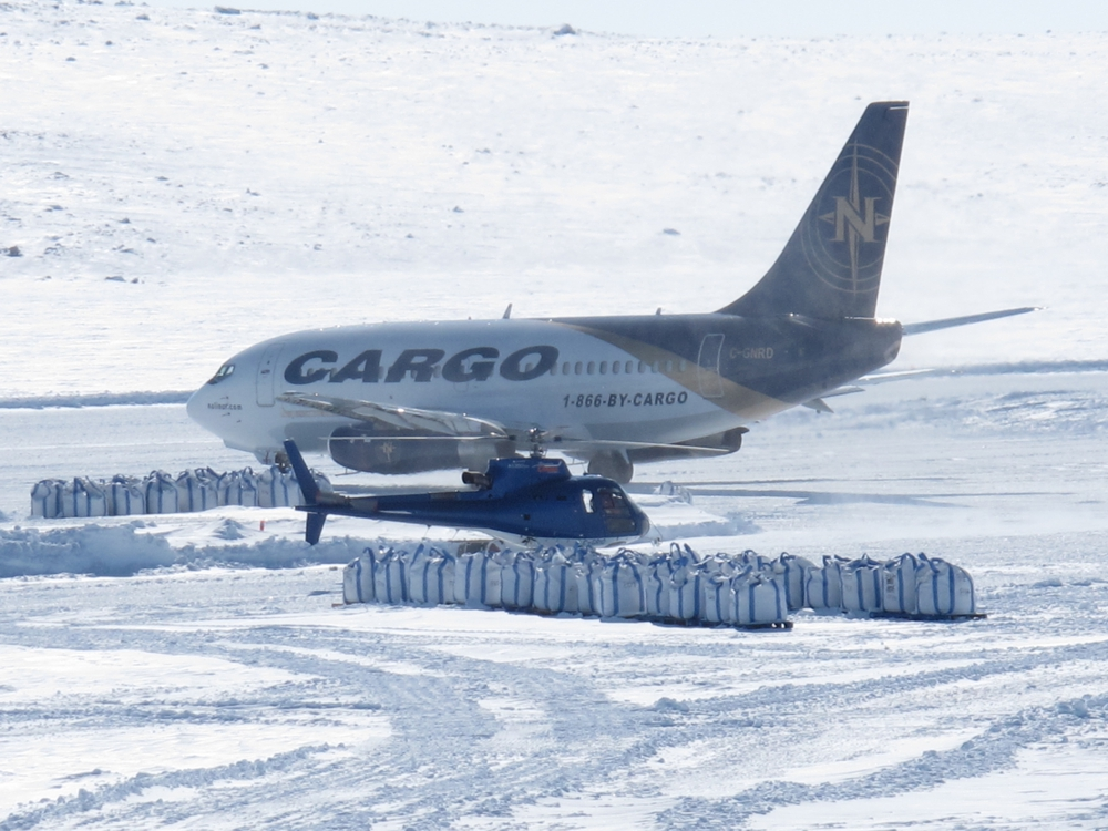 Hélicarrier's A-Star 350B3 and the Nolinor 767 at the Chidliak camp during 2015 bulk sampling. Credit: PeregrineDiamonds.