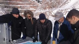 Back-of-the-cab geology meeting with McEwen Mining while visiting the Gold Pick pit at the Gold Bar gold project in Nevada, from left: Xavier Ochoa, president and CEO; Christina McCarthy, director of corporate development; analyst Michael Hocking; Bruce Burke, director of operations and logistics; and Simon Quick, vice-president of projects. Photo by Lesley Stokes.