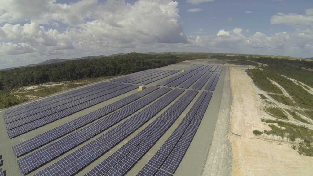Iamgold's 5 MW solar power plant at its Rosebel gold mine in Suriname. Credit:Iamgold.