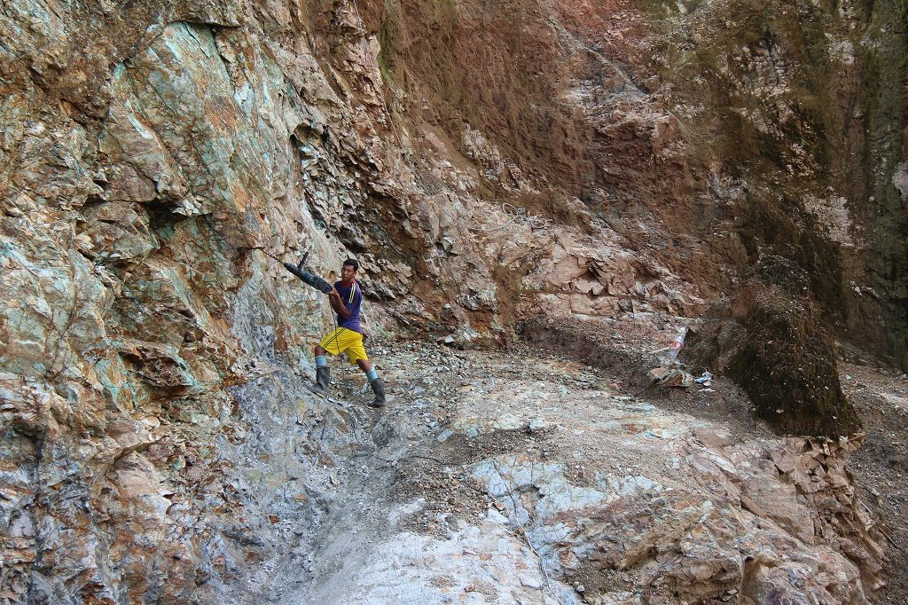 A worker in the Montiel artisanal pit at Cordoba Minerals' San Matias copper-gold property, 200 km north of Medellin, Colombia. Credit: Cordoba Minerals.