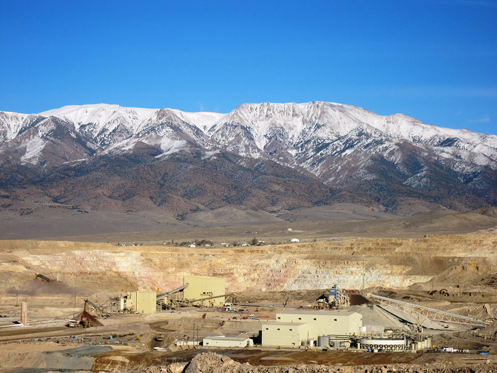Looking over the Round Mountain gold operation in Nye County, Nevada. Credit: Kinross Gold.