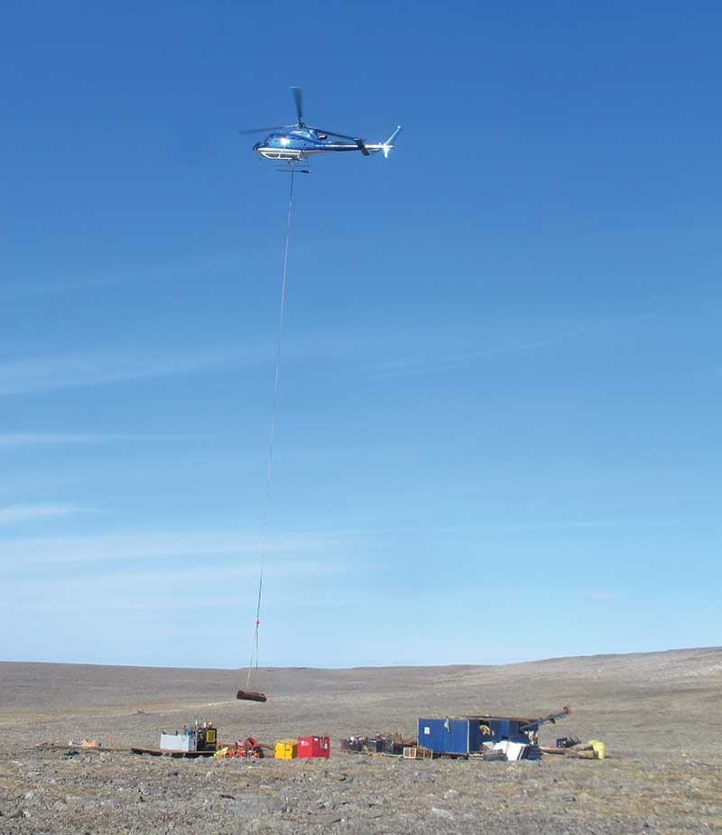 A helicopter moving drilling equipment on Peregrine Driamonds' Chidiak property.  Credit: Peregrine Diamonds.