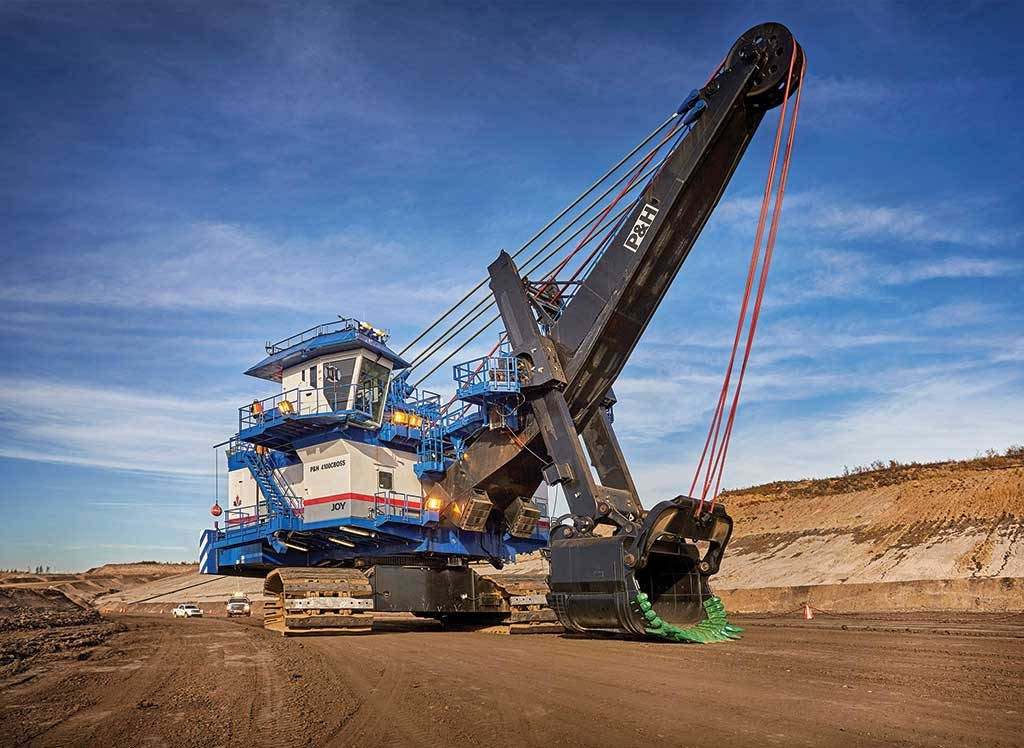 An electric shovel at the Fort Hills oilsands project, 90 km north of Fort McMurray, Alberta. The project, which produced first oil in January, is owned by Suncor Energy (53.06%), Total E&P Canada (26.05%) and Teck Resources (20.89%). Credit: Suncor Energy.