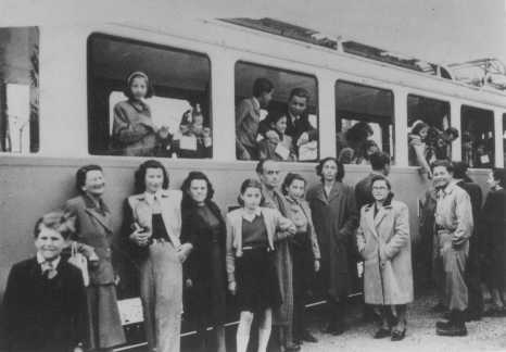 "Jews from the ""Kasztner train"" arrive in Switzerland. This group of Jews was released from Bergen-Belsen as a result of negotiations between the Germans and Hungarian Jewish leaders Joel Brand and Rezso Kasztner. Switzerland, August 1944. Credit: Yad Vashem Photo Archives."