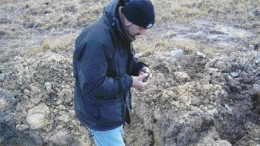 Diamonds North Resources Exploration Manager Graham Gill examines kimberlite outcrop on the King Eider trend, situated on the Blue Ice property on Victoria Island.