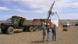 (from left) QGX's Jim Cambon - corporate development, VP of project exploration Michael Sharry and chief geologist Patrick Redmond in front of a Major Drilling Longyear 44 rig at the Baruun Naran coal project in southern Mongolia.