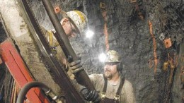 QUEENSTAKE RESOURCESTwo underground miners conduct production drilling underground at the Jerritt Canyon mining complex in Nevada. Owner Queenstake Resources posted a net loss of US$19.7 million in 2005 on production from Jerritt Canyon, a slight improvement over 2004.