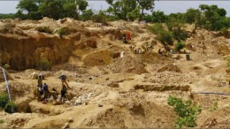Artisanal miners in the Vindaloo zone at Avion Gold's Hounde gold project in Burkina Faso. Photo by Avion Gold