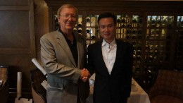 Beaufield Resources president Jens E. Hansen (left, stepping down in November) shakes hands with China CEFC Energy chairman Ye Jianming. By Beaufield Resources.