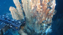 Underwater chimney sampling. Source: Nautilus Minerals