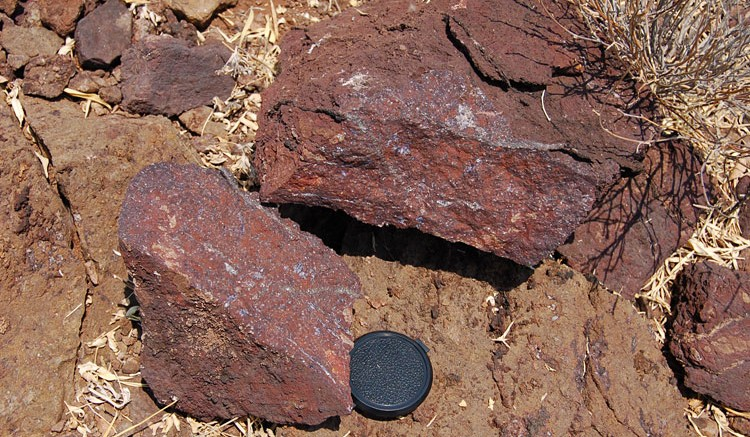 Rocks showing carbonatite intrusion with abundant fluorite from Namibia Rare Earths' Lofdal project. Source: Namibia Rare Earths