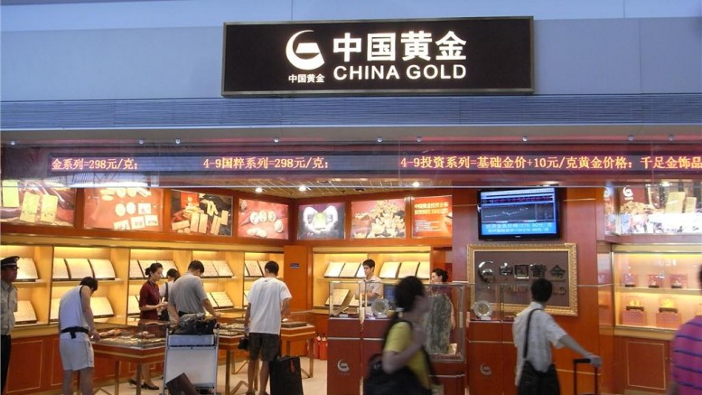 Shoppers browse a store selling gold in China. Credit: Zhanyanguange (Wikimedia Commons)