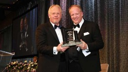 Rod Thomas, PDAC first vice-president (left), presents the Bill Dennis Award to Ross McElroy, president and COO of Fission Uranium. Credit: Envisiondigitalphoto.com