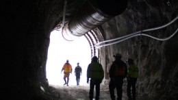 A mine tour leaves Atna Resources' Pinson gold mine in Nevada. Credit:  Atna Resources