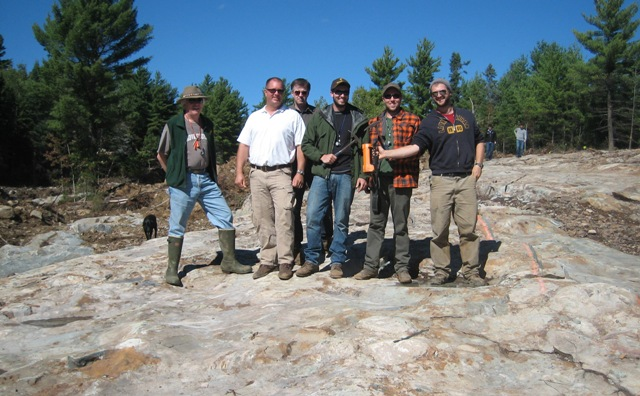 Ginguro Exploration personnel at the Eastern Reef paleo-placer gold deposit at Ginguro and Endurance Gold's Pardo gold project northeast of Sudbury, Ont., from left: director Doug Hunter; president and CEO Richard Murphy; chief financial officer Guy Mahaffy; and geologists Wesley Whymark, Winston Whymark and Peter van Walraven. Photo by John Cumming