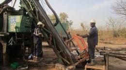 A drilling crew at Papillon Resources' Fekola gold project in Mali. Credit: Papillon Resources