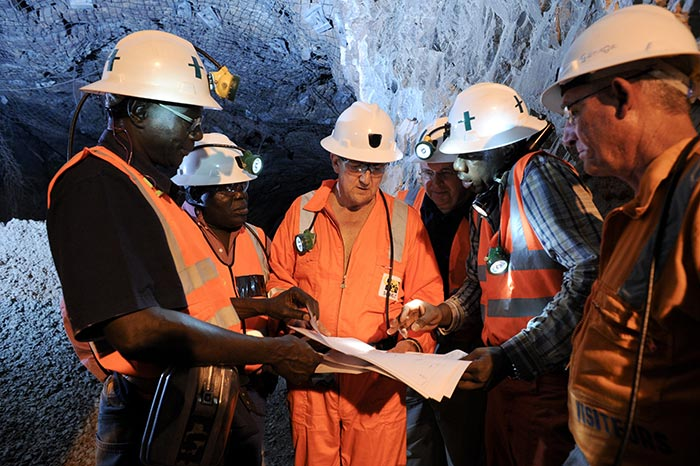 Randgold Resources CEO Mark Bristow (centre) underground in the Yalea gold mine, part of the Loulo-Gounkoto gold-mining complex in western Mali. Credit: Randgold Resources