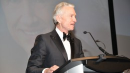 Inductee Ian Telfer speaks off-the-cuff to attendees at the Canadian Mining Hall of Fame's induction dinner in Toronto last month. Credit: Canadian Mining Hall  of Fame