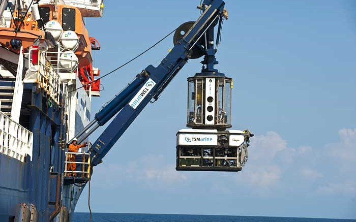 A Nautilus owned ship suspends underwater drilling equipment in the air. Source: Nautilus Minerals