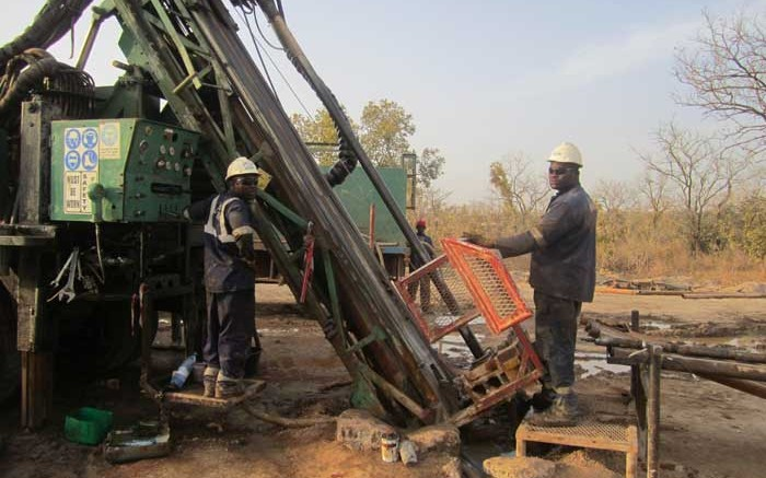 A drilling crew at the Fekola gold project in Mali. Credit: Papillon Resources