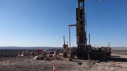 Drillers exploring the Atacama copper project in Chile, as part of Arena Minerals and JOGMEC's joint venture. Source: Arena Minerals