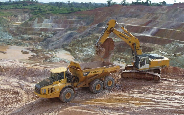 Loading a truck at Endeavour Mining's 55%-owned Ity gold mine in southern Cte d'Ivoire, 480 km northwest of Abidjan. Credit: Endeavour Mining