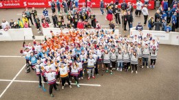 Hatch employees at the 2016 Scotiabank Road Hockey to Conquer Cancer tournament in Toronto. Credit: Hatch.