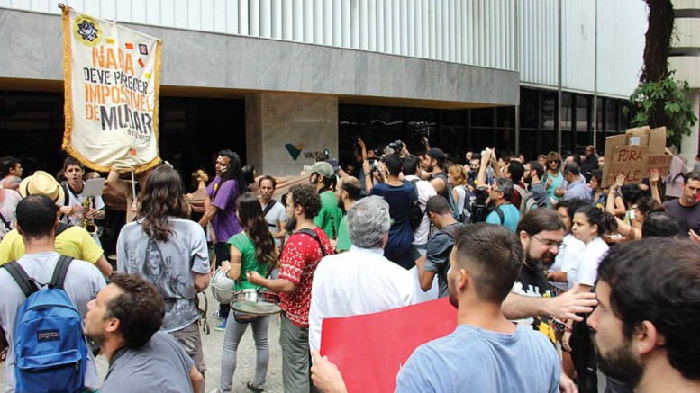 A group protests Vale in downtown Rio de Janeiro in 2015, in response to the Samarco tailings spill.Photo by Luiz Souzarj.