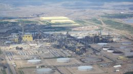 Syncrude's Mildred Lake oilsands plant and mine near Fort McMurray, Alberta. Credit: Wikicommons.