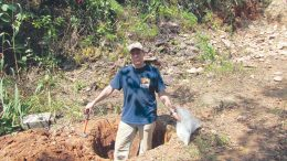 Glenn Mullan pit sampling in 2012 in Northern Province, Sierra Leone. Courtesy of Glenn Mullan.