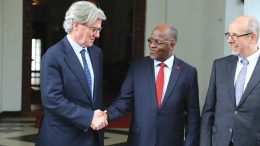 Barrick Gold executive chairman John Thornton (left) and Tanzanian President John Magufuli meet in Dar es Salaam, Tanzania, on June 14. Credit: Office of the president of Tanzania.