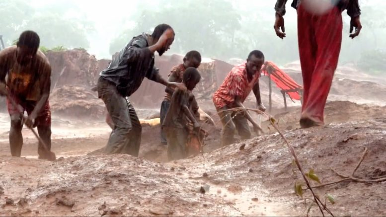 Artisanal mining in the Democratic Republic of the Congo. Credit: Business Insider UK.