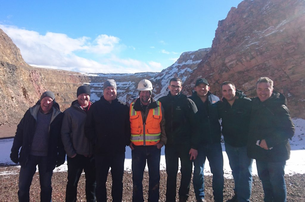 Dennis Moore (far left), Clay Newton (centre) and Blaine Monaghan (right of Clay) pose with analysts on a site visit to Gold Bar. Photo by Richard Quarisa.