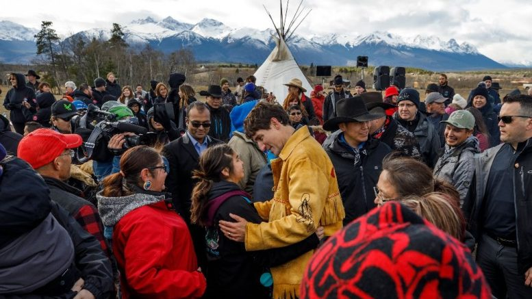 Canadian Prime Minister Justin Trudeau meets community members in the Tsilhqot'in Title Lands in northwestern British Columbia on Nov. 2, 12018. Credit: Office of the Prime Minister.